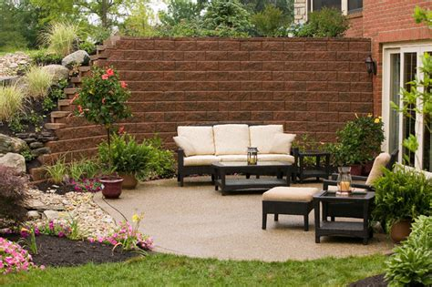 outdoor living spaces fotos outdoor living spaces with pavers retaining walls