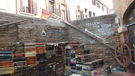 libreria dell acqua alta venezia libreria acqua alta a venezia un luogo incantato fra
