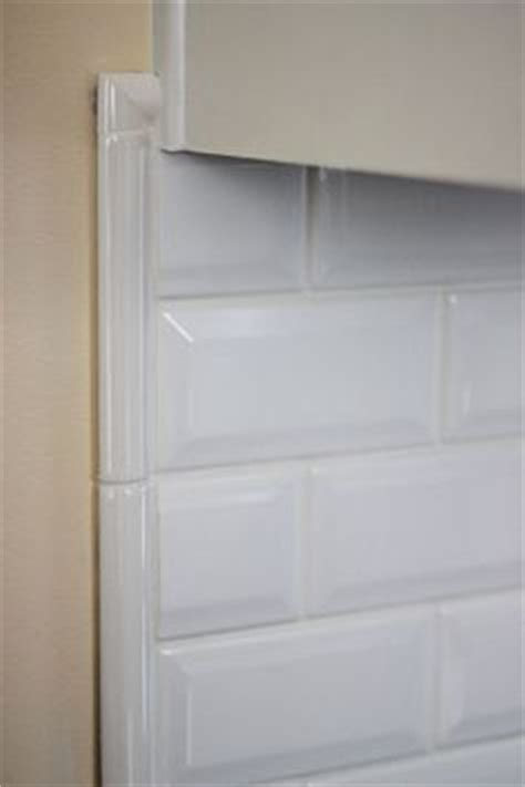 Trim For Backsplash - best 25 white tile shower ideas on pinterest white subway tile shower subway tile showers