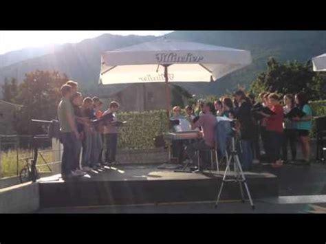 hit the road testo la canzone di noi il coro concorde di roma doovi