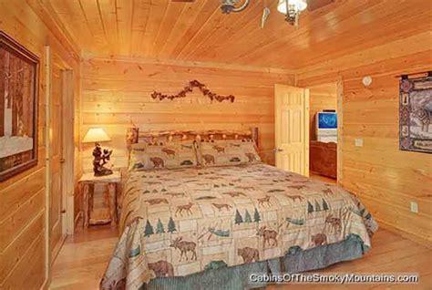 6 bedroom cabins in gatlinburg pigeon forge cabin black bear lodge 6 bedroom sleeps