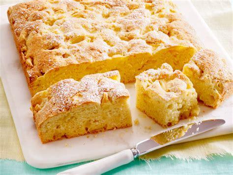 einfache kuchen rezepte mit wenig zutaten apfelkuchen herrlich duftende verf 252 hrung lecker de