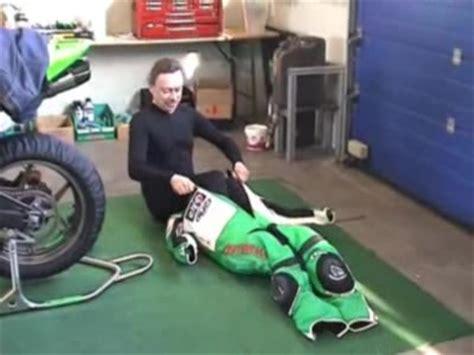 Motorrad Lederkombi Test 2013 by Mr Elastic Schl 252 Pft Ins Leder Oder Houdini Ist
