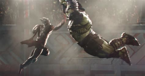 thor ragnarok plot synopsis confirms thor vs hulk battle it s main event time new footage of hulk vs thor from