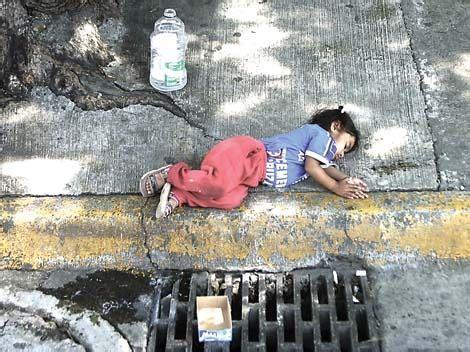 imagenes de niños que trabajan en la calle explotaci 243 n infantil cr 243 nica de sociales
