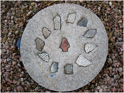Decorative Garden Stepping Stones by How To Make A Decorative Stepping Path For Your Garden