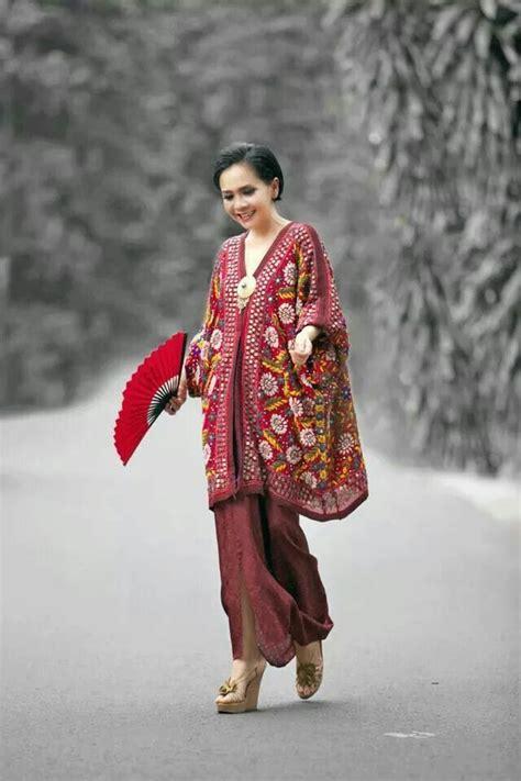 batik batwing amanda 36 mejores im 225 genes de kebaya modern en encaje