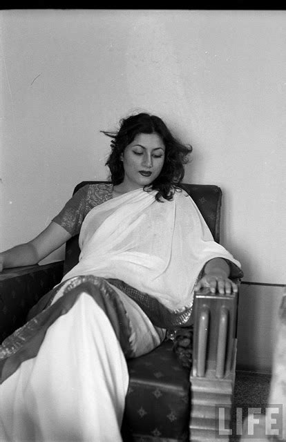 madhubala biography in hindi video hindi movie glamour queen madhubala in different moods