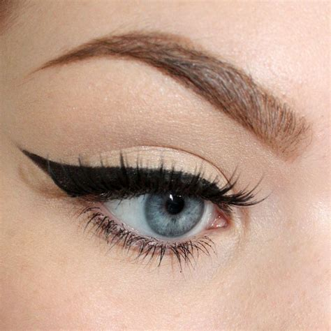 Tutorial Eye Liner winged eyeliner tutorial all dolled up