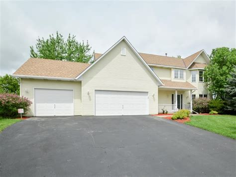 woodbury mn home for sale on a cul de sac presented by