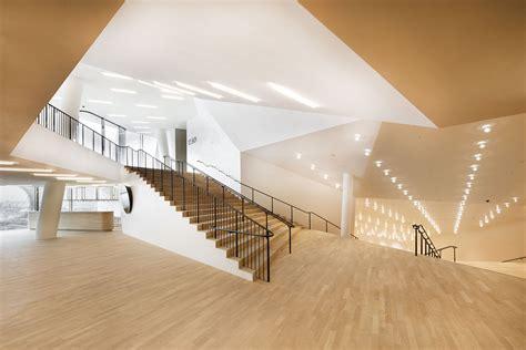 foyer elbphilharmonie arnstorf lindner zieht die ber 252 hmtesten geb 228 ude der