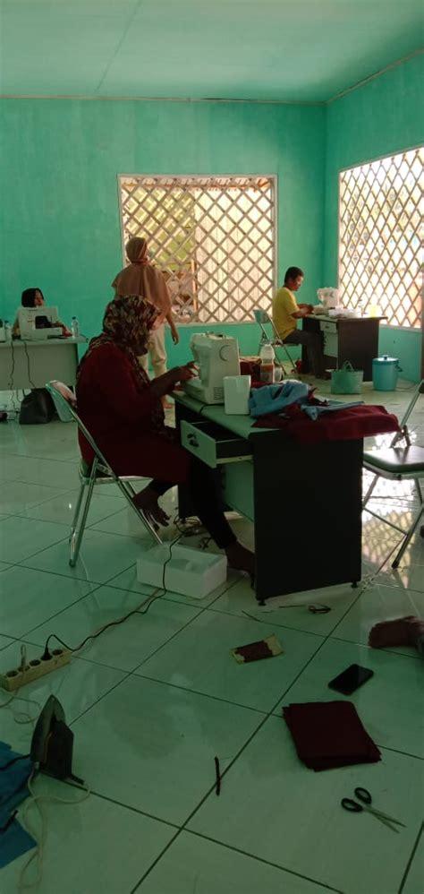 pembuatan masker oleh kader pkk desa mukti jaya desa