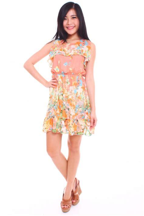 Floral Ruffled Chiffon Dress ruffled floral chiffon dress the label junkie