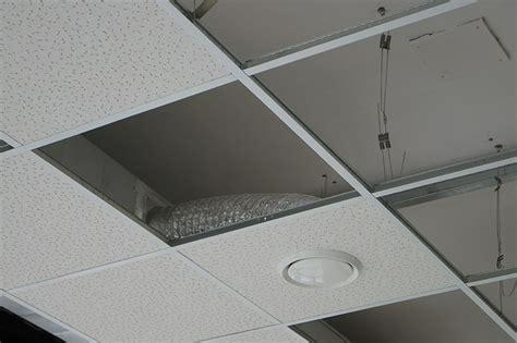 Plaquiste Faux Plafond by La Pose De Faux Plafond En Dalles Par Europlac Plaquiste