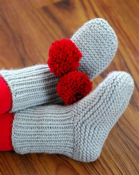 free knitted bed slippers patterns slipper socks and boots knitting patterns in the loop