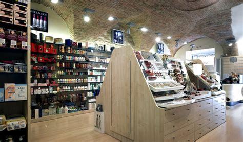 arredamento per profumeria progettazione e arredo profumerie negozi sicilia
