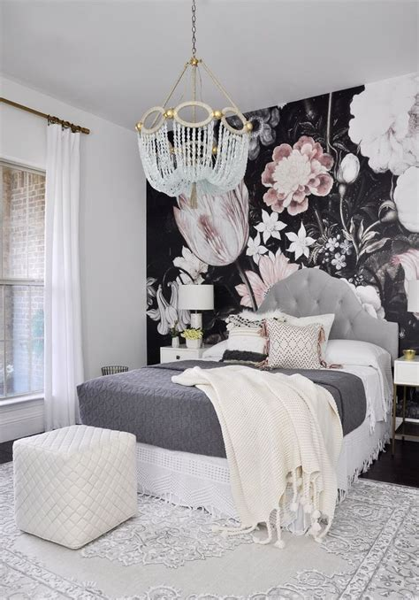 bedroom flower wallpaper 17 best ideas about wallpaper accent walls on pinterest