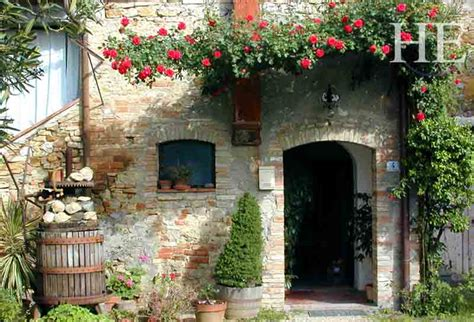 Tuscan Trails Gay Hiking Tour In Italy He Travelhe Travel Cottages In Tuscany