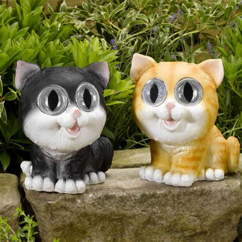 smart solar cat spotlights set    sale fast