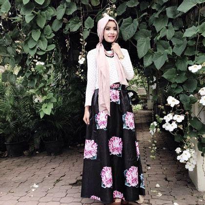 Cgd Maxi Coksu Putih Motif Belt busana muslim trendy style padu padan busana bermotif ala make up artist aghnia punjabi