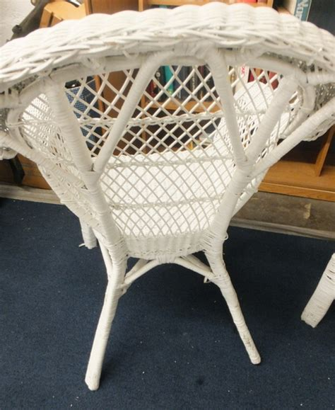 White Wicker Table by Lot Detail White Wicker Chairs Table