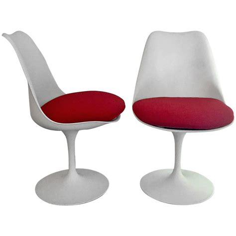 tulip chair pair of vintage tulip chair by eero saarinen at 1stdibs