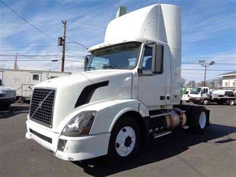 volvo semi truck volvo vnl single axle daycab truck 2006 daycab semi trucks