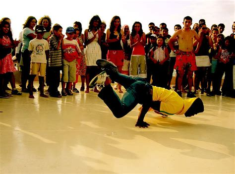 file b boy breakdancing jpg