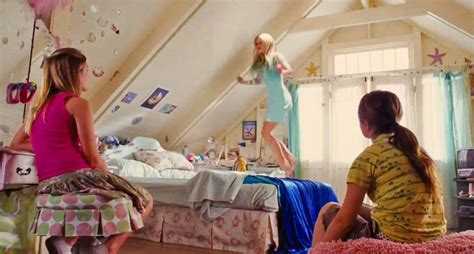 bedrooms movie all your favorite teenage bedrooms from movies in one