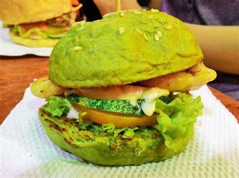 membuat roti burger berkreasi dengan cara membuat roti burger warna warni yang