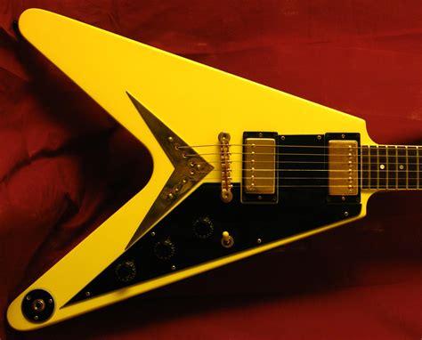 Töff Total by Gibson Flying V Ff82 Gitarren Total