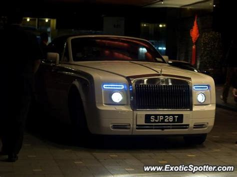 roll royce singapore rolls royce phantom spotted in marina bay singapore on 10