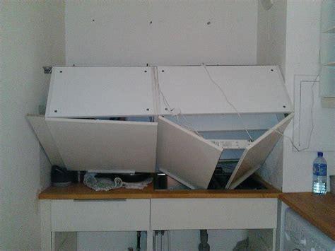 fixation meuble cuisine haut sur placo image sur le