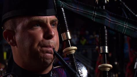 edinburgh tattoo video clips the massed pipes and drums edinburgh military tattoo