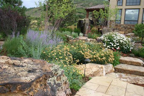 flora distinctive landscapes is a boutiqe landscape design and build firm offering a uniqe