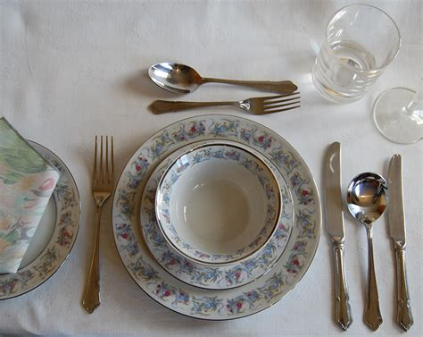 Tablesetting Informal Table Setting Photos And Descriptions Of How To