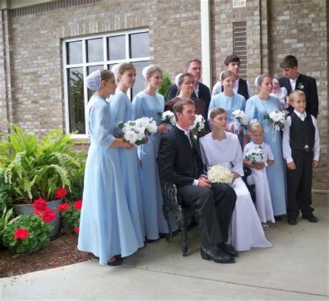 Why Are Amish Wedding Dresses Blue   Style Of Bridesmaid