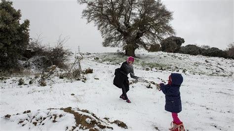 cadenas para nieve cordoba la nieve provoca cortes de carretera en granada y c 243 rdoba