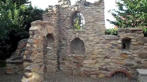 gartenmauer ruine naturstein