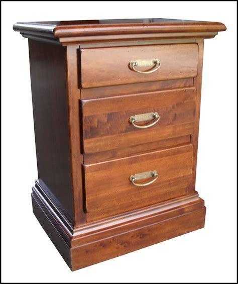 mobili massello arte povera comodini classici arte povera massello la commode di