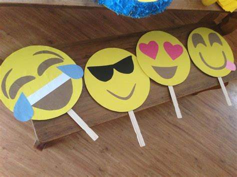 What Can You Make With Construction Paper - emoji photo props cardboard construction paper scissors