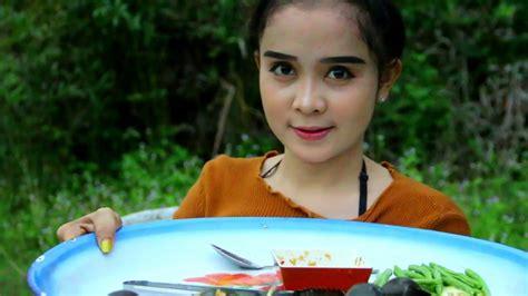 download lagu pretty girl download lagu awesome cooking beautiful girl cook snail