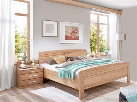 schlafzimmer mit komfortbett wiemann cortina schlafzimmer set in korpus und front eiche
