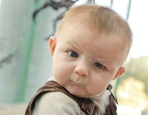Wajah Bayi gambar wajah bayi kelihatan marah wajahnya menjadi