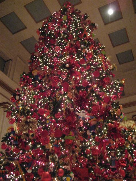 macy s christmas tree chicago christmas around the