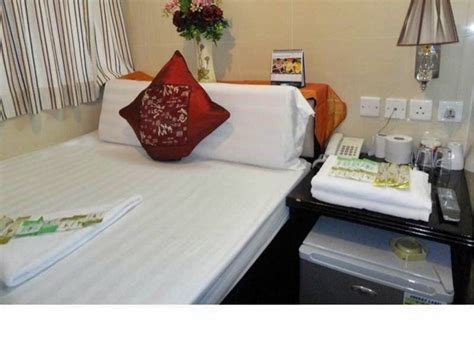 cheap youth hostels  hong kong     night video