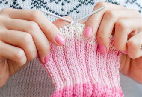 best knitting needles for beginners a beginner s introduction to knitting needles knitting