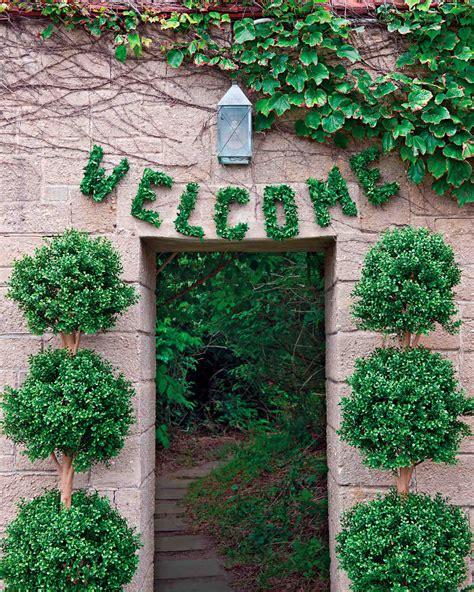 easy diy wedding reception decorations 2 outdoor wedding decorations that are easy to diy martha stewart weddings