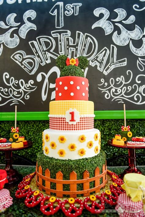 minnie mouse backyard party minnie mouse cake from a minnie mouse sunflower garden