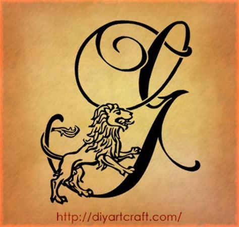 free minds tatuaggio scritta lettera j stilizzata in
